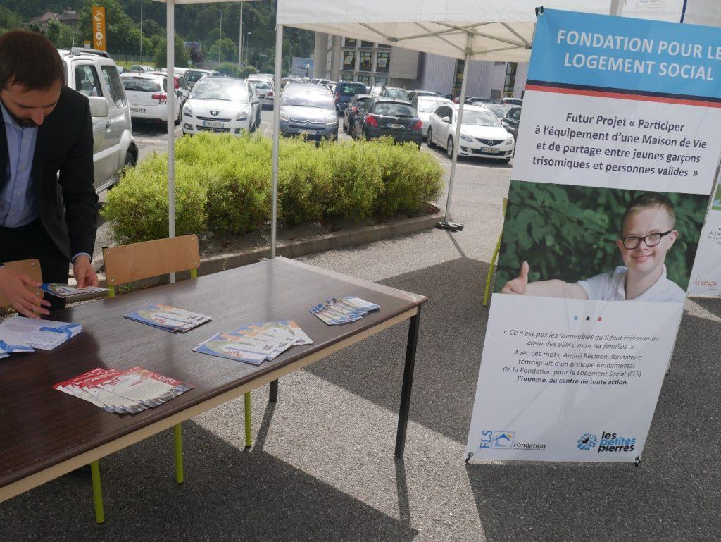 Au milieu du village d'associations créé pour l'occasion, l'équipe de la FLS a présenté aux collaborateurs du groupe Somfy ses projets.