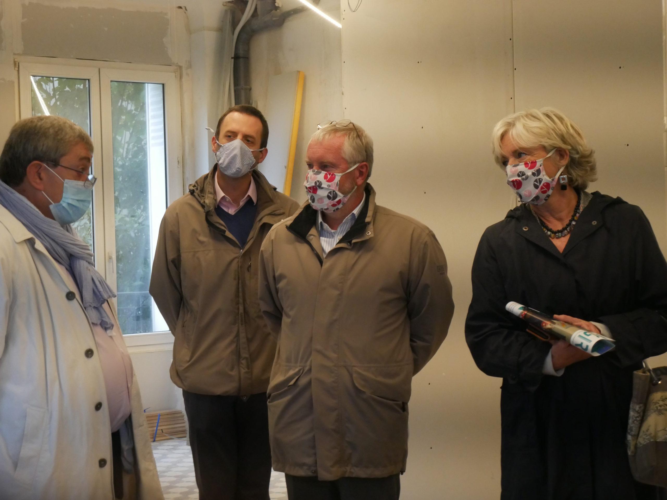 Visite du chantier avec Michel Récipon, président de la FLS, Olivier Lebrun, maire de Viroflay, et Marie-Hélène Aubert, vice-présidente du département